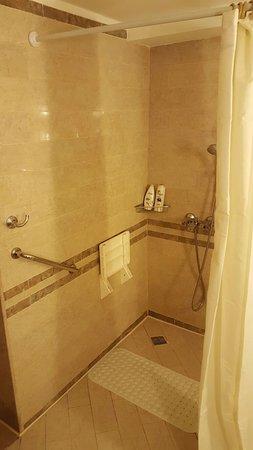 Sitz In Der Dusche begehbare dusche mit klappsitz leider alter sitz und das badezimmer