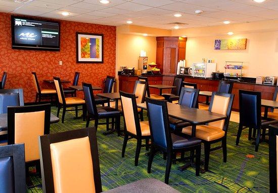Fairfield Inn & Suites Dallas DFW Airport North/Irving: Breakfast Seating Area