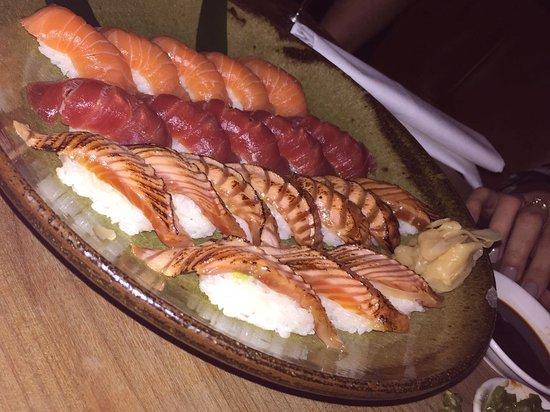 DSTRKT Restaurant and Bar: Tuna & salmon Nigiri
