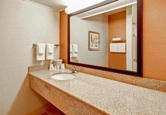 Malta, Estado de Nueva York: Guest Bathroom