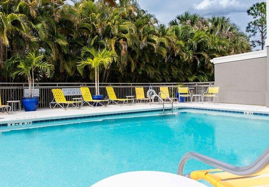 Fairfield Inn & Suites Fort Myers: Pool