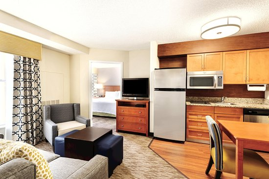 Homewood Suites Orlando-International Drive/Convention Center: Two Bedroom Suite Living Area and Kitchen