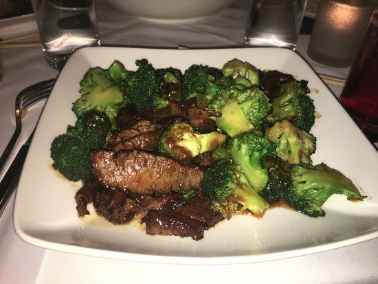 Manhasset, NY: beef tenderloin and broccoli