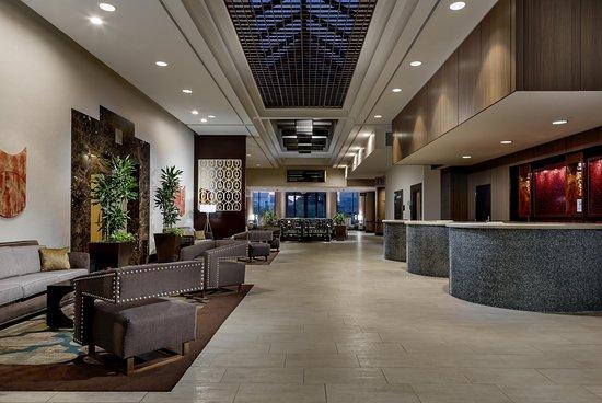 Hilton Charlotte University Place : Lobby Area