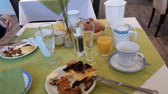 Handewitt, Alemania: geniales Frühstück im Nebengebäude