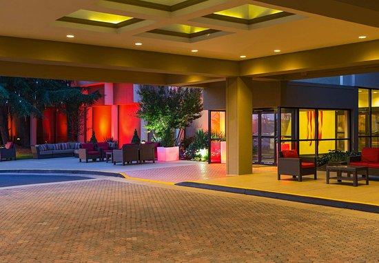Washington Dulles Airport Marriott: Porte Cochere
