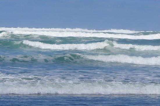 Ruapuke Beach: Pounding seas