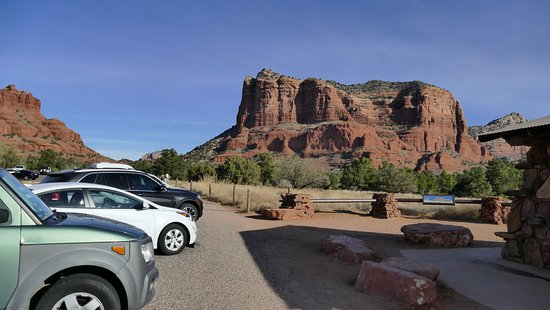 The Views Inn Sedona: This is the mountain that you see from the room.