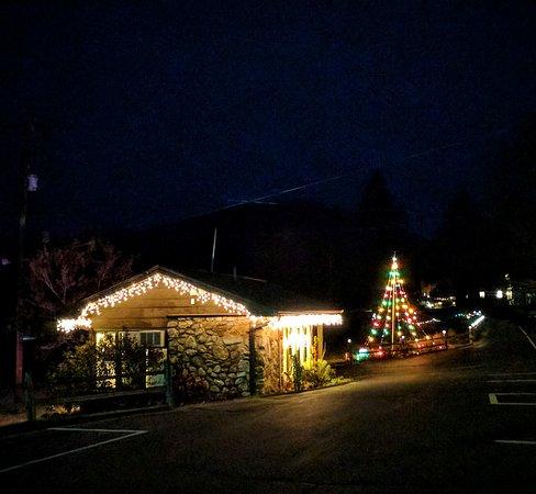 Townsend Gateway Inn at Christmas