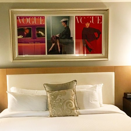 Loews Hotel Vogue: Bed was comfortable.