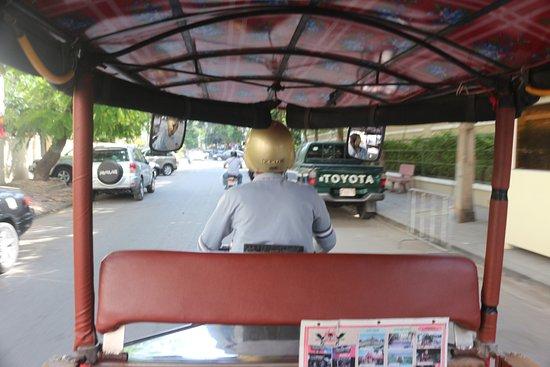 Tuk-tuk Phnom Penh: Cool breeze and safer than walking.