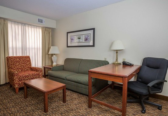 Independence, Missouri: Studio Suite - Living Area