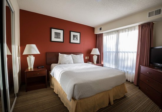 Independence, Missouri: One-Bedroom Suite - Sleeping Area