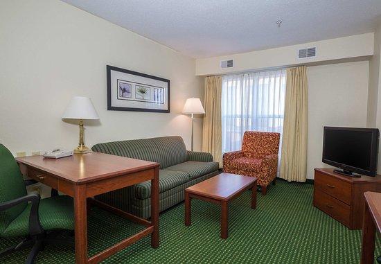 Independence, Missouri: One-Bedroom Suite