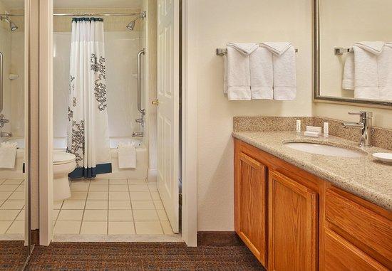 Conshohocken, PA: Suite Bathroom