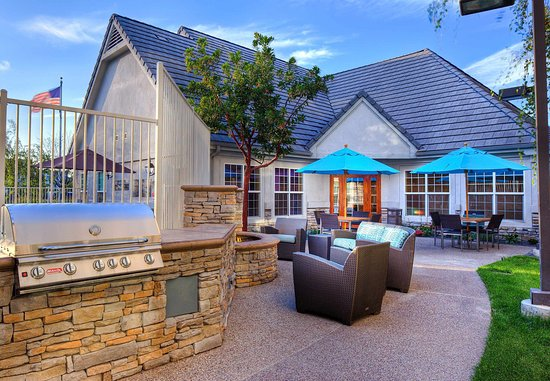 Residence Inn San Diego Rancho Bernardo/Scripps Poway: Outdoor Patio & Barbeque Area
