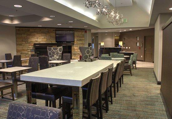 Sebring, FL: Dining Area