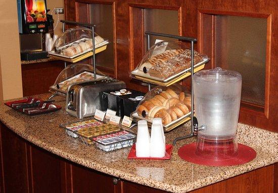 Sebring, FL: Complimentary Breakfast Buffet