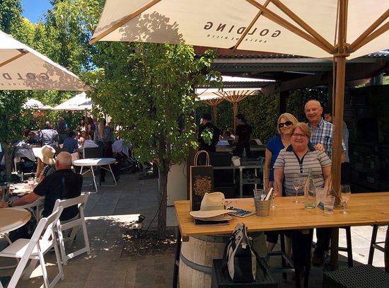 Lobethal, Australia: Courtyard dining