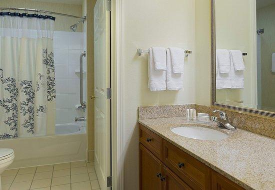 North Wales, PA: Suite Bathroom