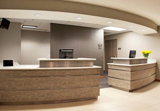 Residence Inn Pittsburgh Airport Coraopolis: Front Desk