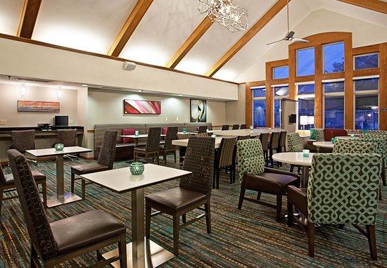 Residence Inn Pittsburgh Airport Coraopolis: Lobby - Seating Area