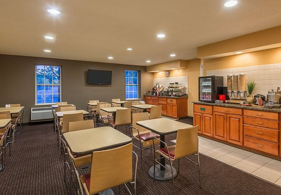 TownePlace Suites Albany University Area: Breakfast Buffet