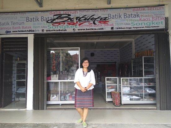 Samosir Island, Indonesia: Pusat oleh-oleh khas batak yg berkualitas.