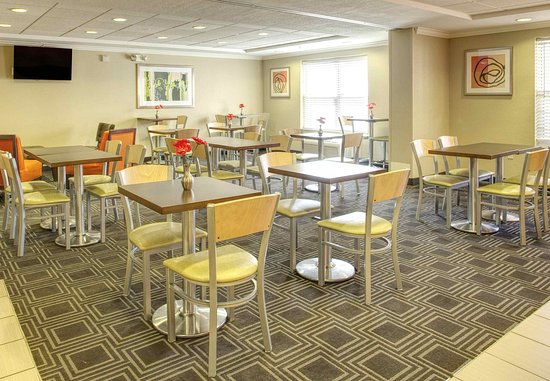 TownePlace Suites Las Cruces: Breakfast Area/Meeting Space