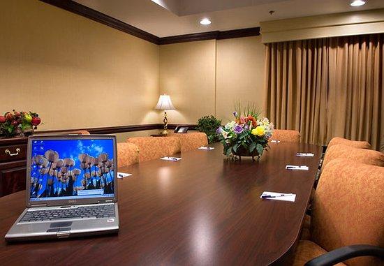 SpringHill Suites Atlanta Alpharetta: Executive Boardroom