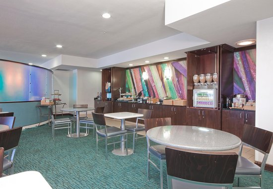 SpringHill Suites Phoenix Chandler/Fashion Center: Breakfast Area