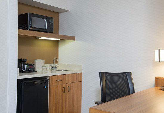 Peoria, IL: Suite Kitchenette and Work Desk