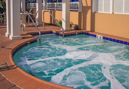 SpringHill Suites Virginia Beach Oceanfront: Beach Club Hot Tub