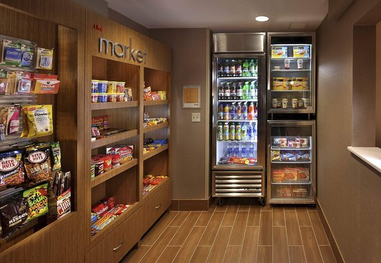 SpringHill Suites Mystic Waterford: The Market