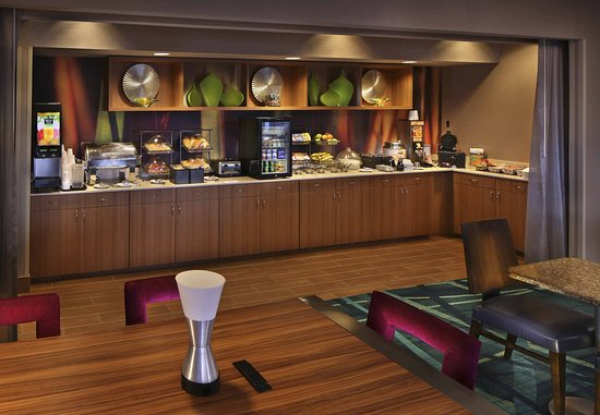 SpringHill Suites Mystic Waterford: Breakfast Area