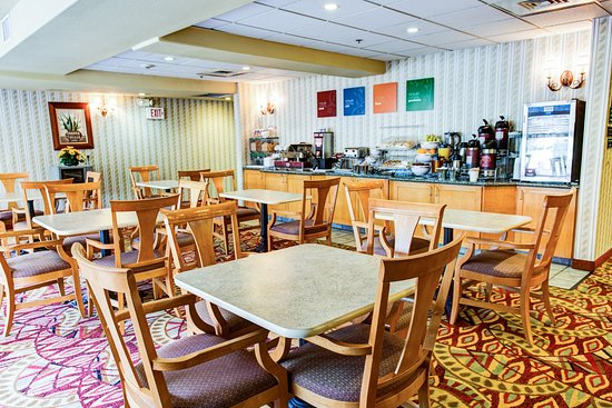 Comfort Suites Airport: CABKFST