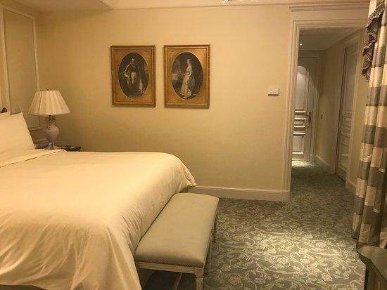 Four Seasons Hotel George V Paris: Primer room 💕