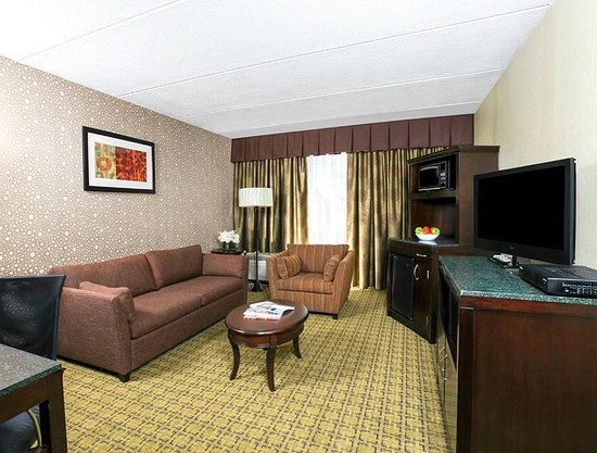 Carle Place, NY: Feel pampered in our King Suite