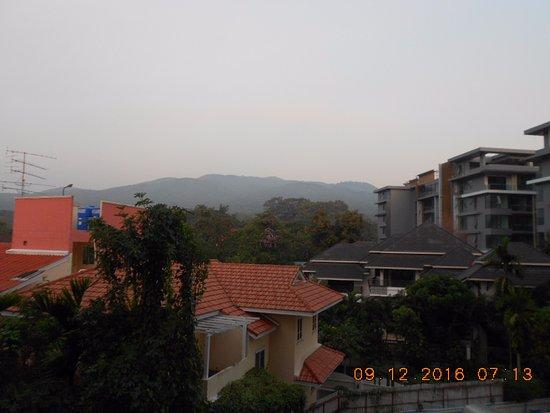 B2 Black Hotel: Mountain view side