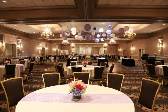 Mansfield, MA: Ballroom