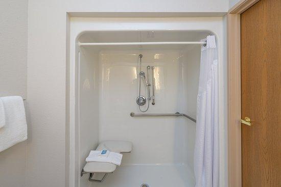 Howe, Ιντιάνα: Guest Bathroom