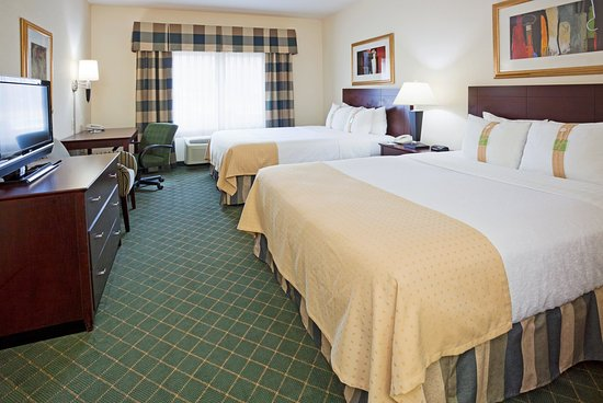 Marshfield, WI: Queen Bed Guest Room
