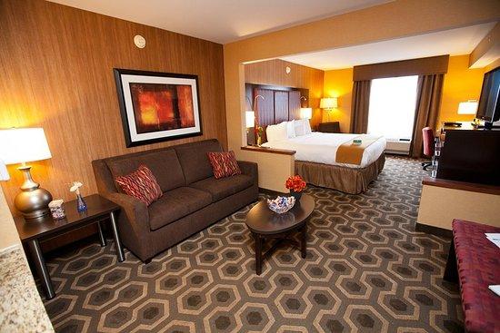 Vineland, NJ: King Bed Junior Suite
