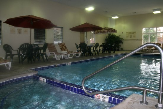 Vineland, NJ: Take A Dip In our Indoor Heated Pool & Jacuzzi Spa!