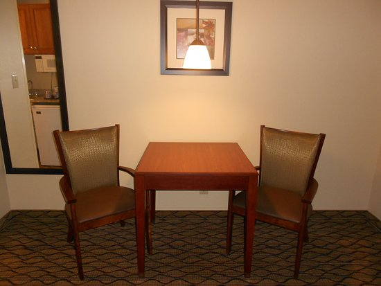 Lancaster, OH: Suite Dinning Area