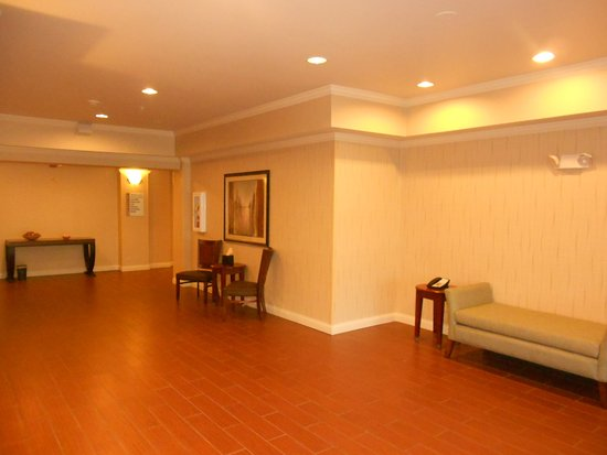 Lancaster, OH: Lobby Lounge