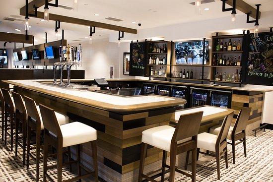holiday inn anaheim resort area 107 1 6 2 updated. Black Bedroom Furniture Sets. Home Design Ideas