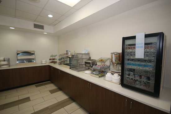 Hillsville, Virginie : Complimentary Breakfast Bar with Hot Food Items