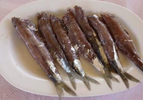 Vatera, Grecia: Maria's Sardelles pastes (= eingesalzene Sardellen) im Restaurant Kalamakia