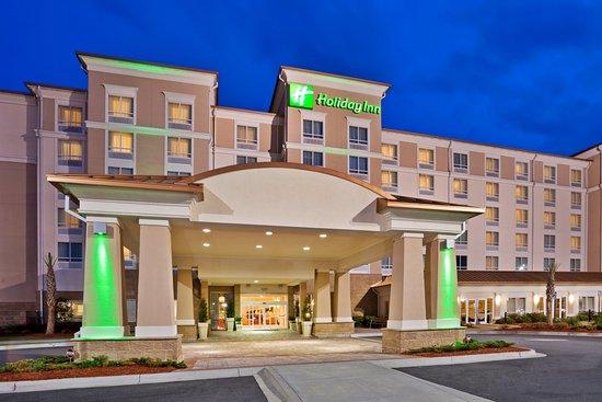 Holiday Inn Hotel & Conference Center: Valdosta GA Holiday Inn,  Hotel Exterior in the Evening